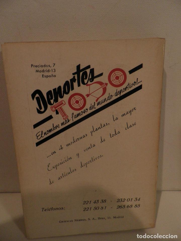 Coleccionismo deportivo: REGLAMENTO DE FUTBOL ASOCIACION. COMENTARIOS Y ACLARACIONES POR PEDRO ESCARTIN MORAN. AÑO 1972 - Foto 2 - 118756791
