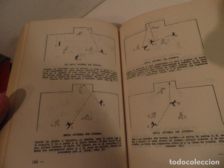 Coleccionismo deportivo: REGLAMENTO DE FUTBOL ASOCIACION. COMENTARIOS Y ACLARACIONES POR PEDRO ESCARTIN MORAN. AÑO 1972 - Foto 6 - 118756791