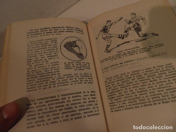 Coleccionismo deportivo: REGLAMENTO DE FUTBOL ASOCIACION. COMENTARIOS Y ACLARACIONES POR PEDRO ESCARTIN MORAN. AÑO 1972 - Foto 8 - 118756791