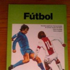 Coleccionismo deportivo: LIBRO DE PLAZA JANES FUTBOL AÑO 1976 POR GEOFFREY NICHOLSON 60 PAGINAS. Lote 126108047
