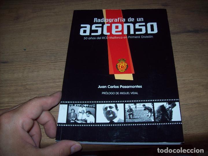 Coleccionismo deportivo: RADIOGRAFÍA DE UN ASCENSO. 50 AÑOS DEL RCD MALLORCA EN PRIMERA DIVISIÓN. J.C. PASAMONTES. 2010. - Foto 2 - 223646161