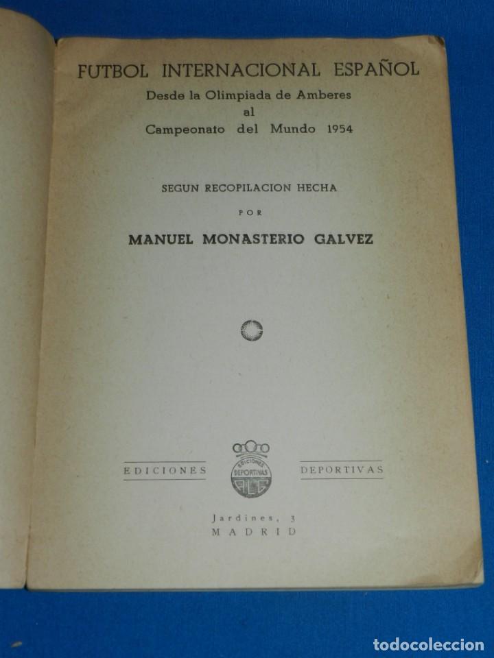 Coleccionismo deportivo: LIBRO - FUTBOL INTERNACIONAL ESPAÑOL DESDE LA OLIMPIADA DE AMBERES AL CAMPEONATO DEL MUNDO 1954 - Foto 2 - 135136394