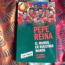 Coleccionismo deportivo: PEPE REINA-EL MUNDO EN NUESTRAS MANOS-ASI FUIMOS CAMPEONES-219PAG-230X150MM. Lote 147204178