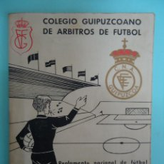 Coleccionismo deportivo: LIBRITO DEL REGLAMENTO NACIONAL DE FUTBOL DEL COLEGIO GUIPUZCOANO DE ARBITROS. AÑOS 60. Lote 147429354