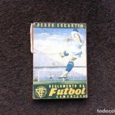 Coleccionismo deportivo: PEDRO ESCARTIN. REGLAMENTO DE FÚTBOL COMENTADO. ED. PUEYO, 1949. Lote 152207734