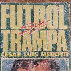 Coleccionismo deportivo: FUTBOL SIN TRAMPA, POR CÉSAR LUIS MENOTTI - AUTOGRAFIADO - 1986}. Lote 152635690