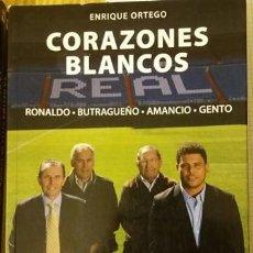 Coleccionismo deportivo: REAL MADRID LIBRO DE FUTBOL CORAZONES BLANCOS EVEREST 2013 ENRIQUE ORTEGO. Lote 153126138