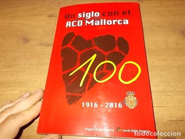 Coleccionismo deportivo: UN SIGLO CON EL R.C.D. MALLORCA ( 1916 - 2016 ). MIGUEL VIDAL PERELLÓ / JORDI VIDAL. VER FOTOS. - Foto 2 - 228344430