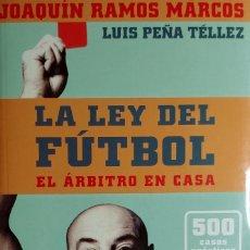 Coleccionismo deportivo: LA LEY DEL FUTBOL : EL ÁRBITRO EN CASA / JOAQUÍN RAMOS MARCOS, LUIS PEÑA TÉLLEZ. MADRID, 2001 + 1 CD. Lote 156239958