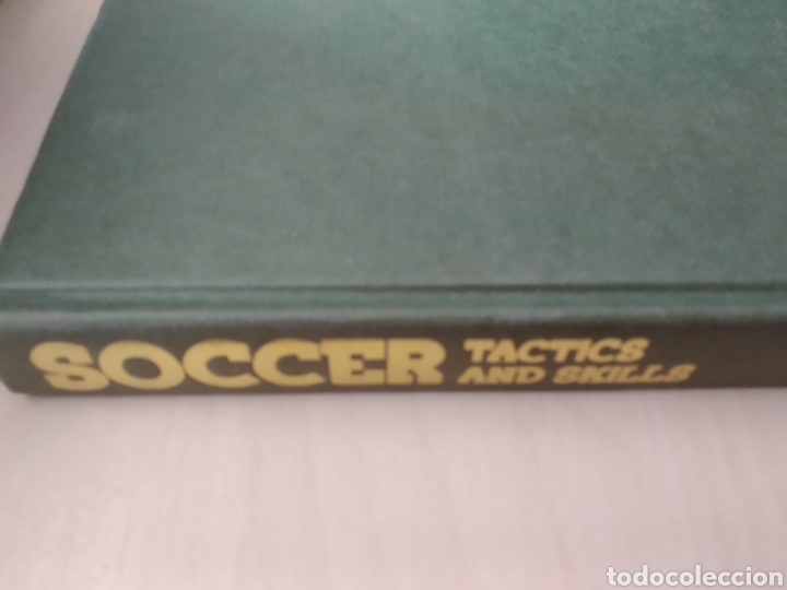 SOCCER. TACTICS AND SKILLS. THE FOOTBALL ASSOCIATION COACHING BOOK. CHARLES HUGHES. BBC. AÑO 1980. C (Coleccionismo Deportivo - Libros de Fútbol)