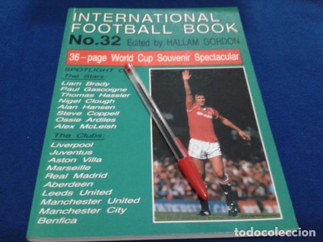 LIBRO ( INTERNACIONAL FOOTBALL BOOK Nº 32 )1990 SPECIAL GUIDE BY HALLAM GORDON 128 PAGINAS NUEVO (Coleccionismo Deportivo - Libros de Fútbol)