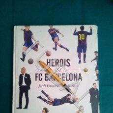 Coleccionismo deportivo: TUBAL LIBRO ENORME HEROIS FÚTBOL CLUB F.C BARCELONA BARÇA LEO MESSI KUBALA RONALDINHO ETC BARÇA. Lote 167032740
