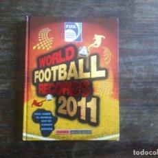 Coleccionismo deportivo: WORLD FOOTBALL RECORDS 2011. INIESTA, MALDINI, BECKHAM, RONALDO. Lote 168596712