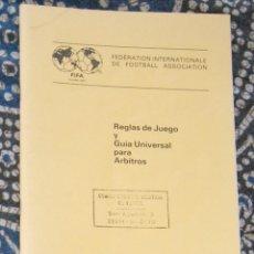Coleccionismo deportivo: REGLAS DE JUEGO Y GUÍA UNIVERSAL PARA ÁRBITROS FIFA . Lote 170007596