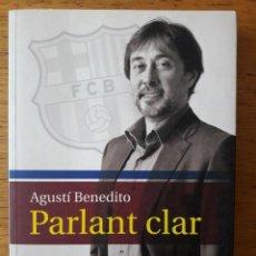 Coleccionismo deportivo: PARLANT CLAR / AGUSTÍ BENEDITO / EDI. ARA LLIBRES / 1ª EDICIÓN 2010 / EN CATALÁN. Lote 171229959