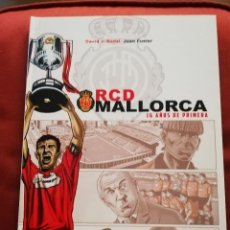 Coleccionismo deportivo: RCD MALLORCA. 16 AÑOS DE PRIMERA (DAVID J. NADAL / JOAN FUSTER) DOLMEN EDITORIAL. Lote 171506314