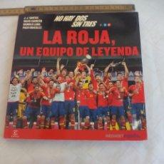 Colecionismo desportivo: LA ROJA UN EQUIPO DE LEYENDA NO HAY DOS SIN TRES J.J SANTOS, CARREÑO MEDIASET 2012. CAMPEÓN EUROCOPA. Lote 174175279
