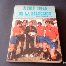 Coleccionismo deportivo: ANTIGUO LIBRO MEDIO SIGLO DE LA SELECCIÓN RAFAEL MARICHALAR AÑO 1973. Lote 176101134