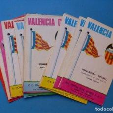 Coleccionismo deportivo: FUTBOL - 13 PROGRAMAS OFICIALES DEL VALENCIA C.F. - AÑOS 70, SIN POSTER CENTRAL. Lote 176739495