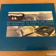 Coleccionismo deportivo: DE FOZANELDI AL PARQUE DEL OESTE. 80 AÑOS DE FUTBOL EN OVIEDO. AYUNTAMIENTO DE OVIEDO. Lote 177981432