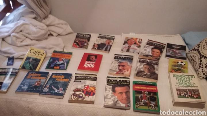 Coleccionismo deportivo: Libros fútbol años 90. Excelente lote de 15. - Foto 2 - 178161552