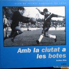 Coleccionismo deportivo: AMB LA CIUTAT A LAS BOTES. Lote 182180983