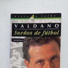 Coleccionismo deportivo: VALDANO, SUEÑOS DE FÚTBOL. CARMELO MARTÍN. VISTO Y LEIDO EL PAIS AGUILAR. TDK418. Lote 182871615