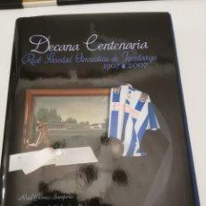 Coleccionismo deportivo: DECANA CENTENARIA - REAL SOCIEDAD GIMNASTICA DE TORRELAVEGA - 1907/2007. Lote 210829111