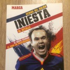 Coleccionismo deportivo: INIESTA - GENIOS DEL BALÓN - MARCA. Lote 191847033
