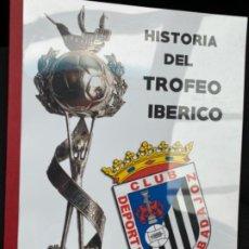 Coleccionismo deportivo: MAQUETA LIBRO HISTORIA TROFEO IBÉRICO BADAJOZ ANTONIO GUEVARA PALACIN ÚNICO . Lote 194300630