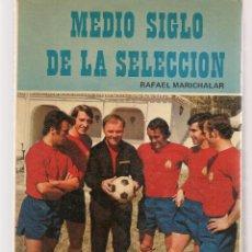 Coleccionismo deportivo: MEDIO SIGLO DE LA SELECCIÓN. RAFAEL MARICHALAR. EDITORIAL MIRASIERRA, 1973.(B/A34). Lote 195134761