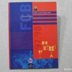 Coleccionismo deportivo: MEMÒRIA DEL FC BARCELONA 97/98 EN CATALAN. Lote 195616530
