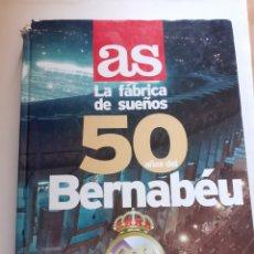 Coleccionismo deportivo: LIBRO AS LA FÁBRICA DE SUEÑOS, 50 AÑOS DEL BERNABÉU, AÑO 1998. Lote 202791285