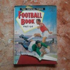 Coleccionismo deportivo: THE TOPICAL TIMES FOOTBAL BOOK 1963-64 ANTIGUO LIBRO EN INGLÉS CON DIBUJOS Y FOTOS DE FÚTBOL. Lote 210946539
