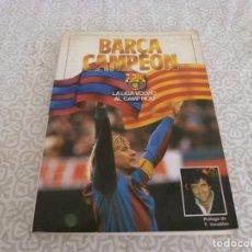 Coleccionismo deportivo: (LLL) LIBRO F.C.BARCELONA CAMPEÓN, LA LIGA VOLVIÓ AL CAMP NOU CON TERRY VENABLES. Lote 222148808