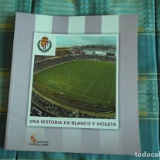 Collectionnisme sportif: LIBRO UNA HISTORIA EN BLANCO Y VIOLETA--REAL VALLADOLID. Lote 229014170