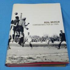 Coleccionismo deportivo: REAL MURCIA - COMENCEMOS POR EL FINAL - RELATOS SOBRE UN CENTENARIO. Lote 243813615