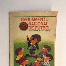 Coleccionismo deportivo: REGLAMENTO NACIONAL DE FÚTBOL, COMENTADO POR D. PEDRO ESCARTIN (A.1966). Lote 249347345