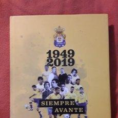 Coleccionismo deportivo: U. D. LAS PALMAS 1949-2019. SIEMPRE AVANTE. CANARIAS. EXCELENTE ESTADO. Lote 262081550