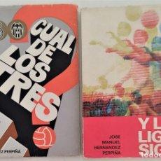 Coleccionismo deportivo: DOS LIBROS FUTBOL CUAL DE LOS TRES + Y LA LIGA SIGUE - JOSÉ MANUEL HERNÁNDEZ PERPIÑA - AÑOS 1970-72. Lote 270456453