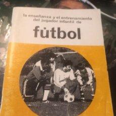 Coleccionismo deportivo: LA ENSEÑANZA Y EL ENTRENAMIENTO DEL JUGADOR INFANTIL DE FÚTBOL. AÑO 1981. Lote 275530683