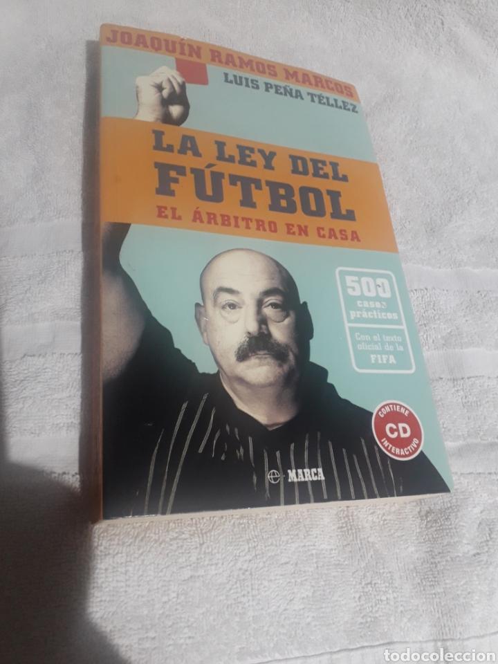 LA LEY DEL FUTBOL, UN ÁRBITRO EN CASA. PRIMERA EDICIÓN (Coleccionismo Deportivo - Libros de Fútbol)