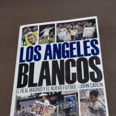 Coleccionismo deportivo: LOS ANGELES BLANCOS..EL REAL MADRID Y EL NUEVO FUTBOL....JOHN CARLIN...PRIMERA EDICION..2004..... Lote 289475458