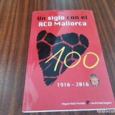 Coleccionismo deportivo: UN SIGLO CON EL RCD MALLORCA 1916 / 2016 MIGUEL VIDAL PERELLO Y JORDI VIDAL REYNES. Lote 289902838