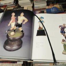 Coleccionismo deportivo: LA GRAN COLECCIÓN DE FÚTBOL DE MANEL MAYORAL . 2002 . JUGUETES, CROMOS, FIGURAS, CRUYFF, BANDERINES. Lote 290065428