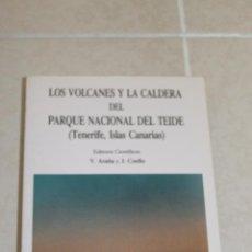 Libros: LOS VOLCANES. Lote 233958675