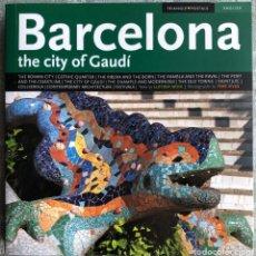 Libros: BARCELONA THE CITY OF GAUDÍ. POSTALES Y PLANOS Y GUIA DE LA CIUDAD. EN INGLES. Lote 156819666
