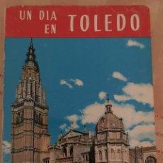 Libros: UN DÍA EN TOLEDO. Lote 215311255