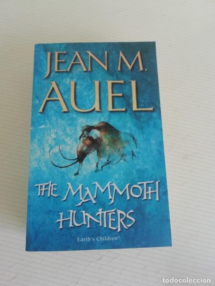 THE MAMMOTH HUNTERS EN INGLÉS DE JEAN M AUEL (Libros Nuevos - Historia - Historia Antigua)
