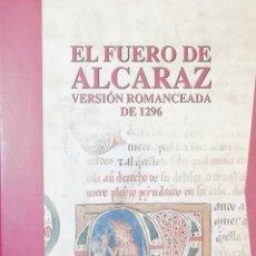 Libros: EL FUERO DE ALCARAZ VERSIÓN ROMANCERA DE 1296.( ESTUCHE 4 LIBROS ). Lote 238779690